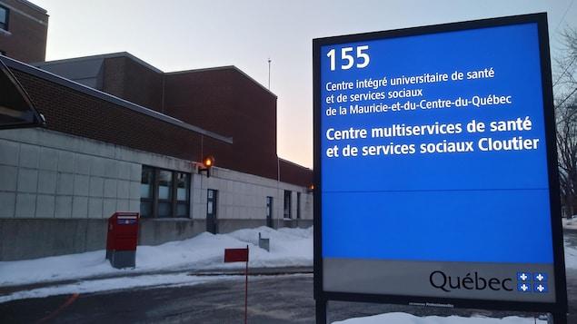 Une pancarte devant le Centre multiservices de santé et de services sociaux Cloutier
