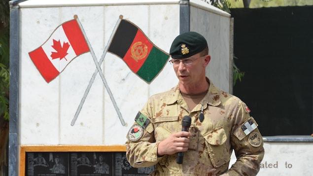 Gros plan sur le lieutenant-général Chuck Lamarre des Forces armées canadiennes.