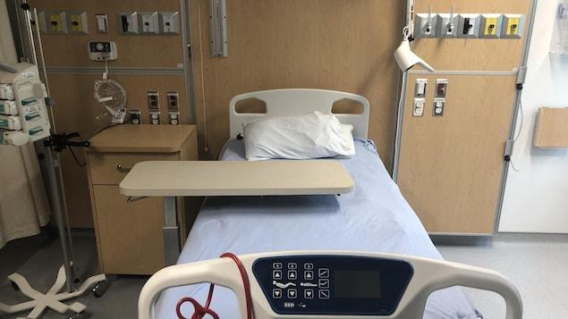 Un lit d'hôpital dans la nouvel unité de cardiologie du CHUL.