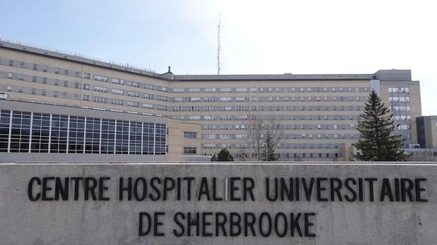 Devanture du Centre hospitalier universitaire de Sherbrooke (CHUS).