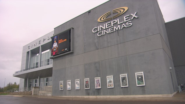 L'extérieur du cinéma Cineplex de Dieppe.