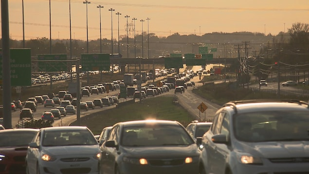L'autoroute Félix-Leclerc (A-40) est le secteur le plus achalandé dans la région de Québec. Les bouchons de circulation le matin et le soir sont presque systématiques.
