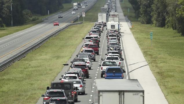Les autoroutes de Floride sont congestionnées, alors que les automobilistes ont pris la route en direction du nord pour fuir l'arrivée d'Irma.