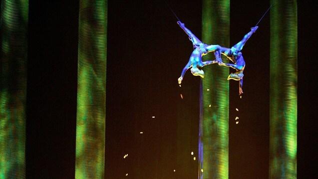 Deux artistes du spectacle Kà du Cirque du soleil