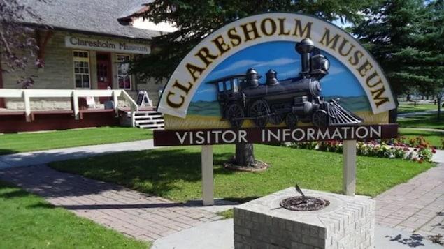 Le panneau à l'entrée du musée de Claresholm.