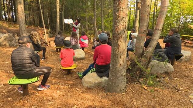 Karine Beaupré enseigne dans la classe extérieure