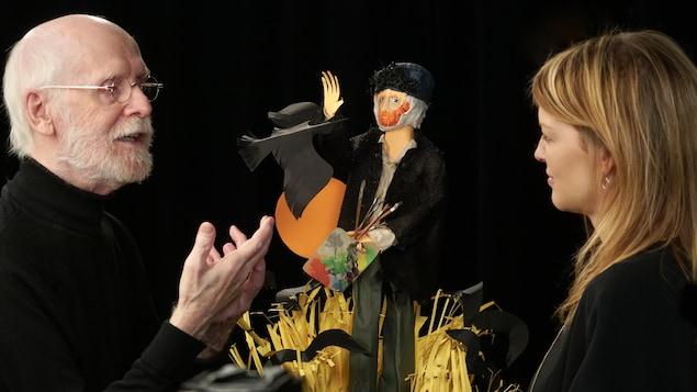 Claude Lafortune discute avec Tanya Lapointe.