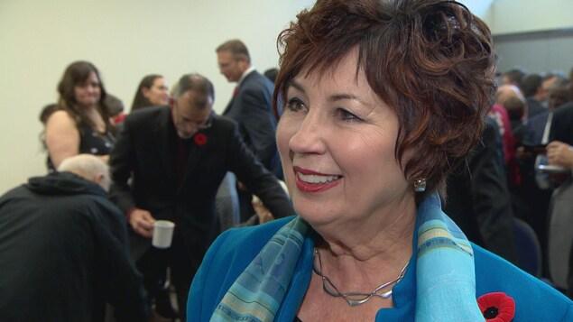 La sénatrice Claudette Tardif sourit.
