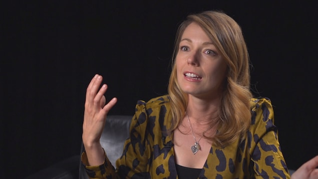 La journaliste en entrevue