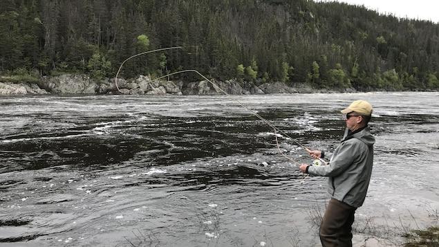 Un pêcheur de saumon