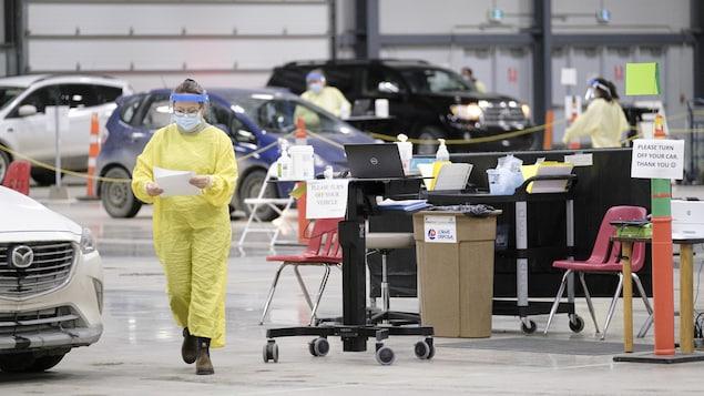 Des employés de la santé publique travaillent à Regina.