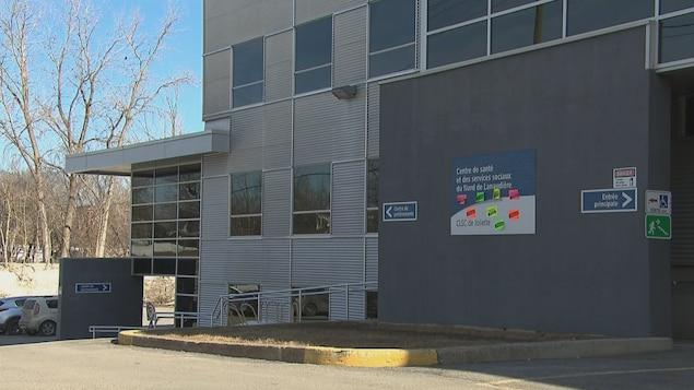 La bâtisse et le stationnement du CLSC de Joliette.
