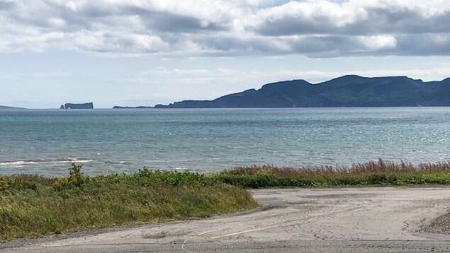 Le golfe Saint-Laurent, et au loin, le rocher Percé.