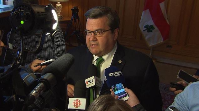 Denis Coderre de retour de vacances rencontre la presse.