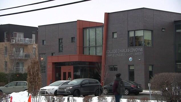 L'édifice du Collège Charles-Lemoyne, campus Longueuil-Saint-Lambert