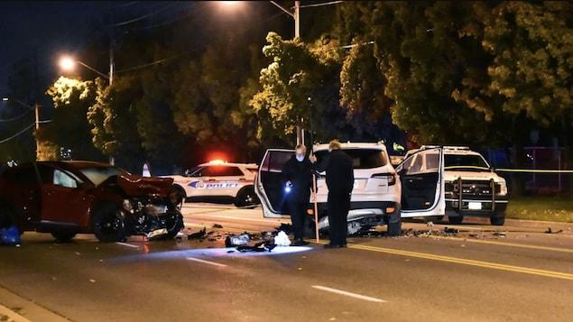Des véhicules endommagés à la suite d'une collision.
