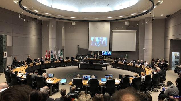 Le maire Jim Watson et les conseillers municipaux de la Ville d'Ottawa.