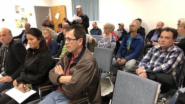 Citoyens nombreux à la séance du conseil municipal
