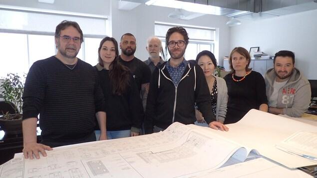 L'équipe du Groupe CDH. Le directeur général de ce groupe de ressources techniques, Alain Tassé, est le premier à gauche.