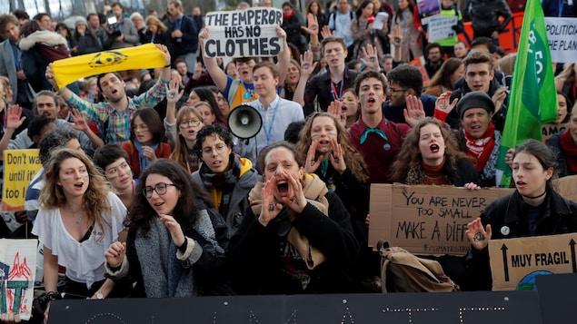 Des manifestants à Madrid, en marge de la COP25.