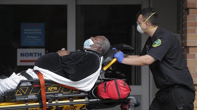 Le coronavirus semble frapper démesurément les Noirs aux États-Unis | Coronavirus | Radio-Canada.ca