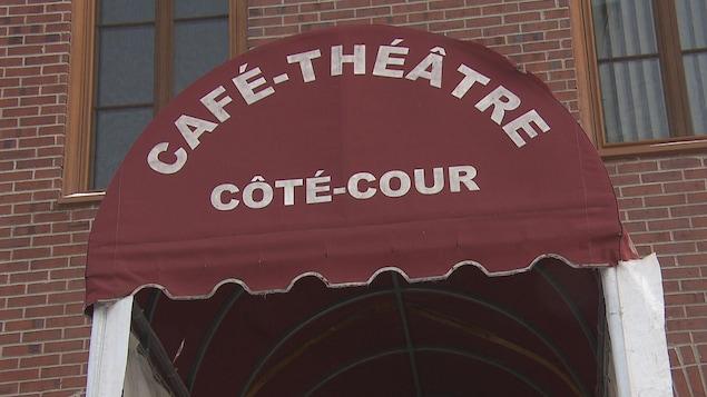 L'entrée du Côté-Cour.