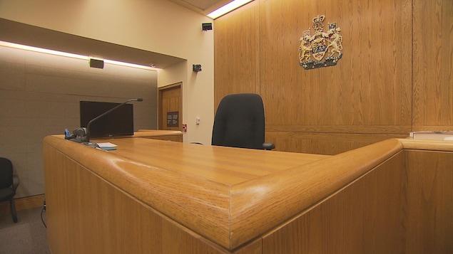 La chaise d'un juge dans une Cour supérieure de justice de l'Ontario