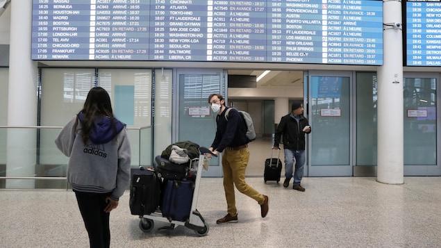 Afin d'endiguer l'épidémie de la COVID-19, les frontières à travers le monde se ferment les unes après les autres hypothéquant les possibilités de retour au pays des voyageurs canadiens.