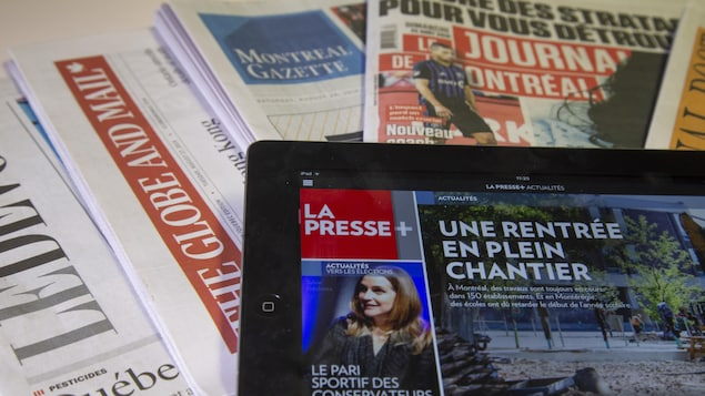 Journaux divers : une tablette affichant La Presse +; le National Post; The Globe and Mail; Le Devoir; The Gazette et Le Journal de Montréal.