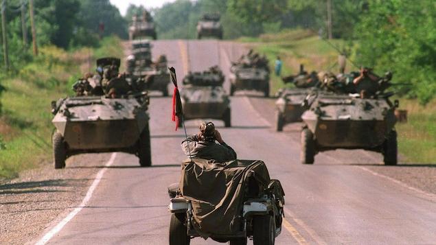 Des tanks de l'armée canadiennes à Kanesatake/Oka en 1990.