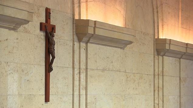 Le crucifix sur un mur