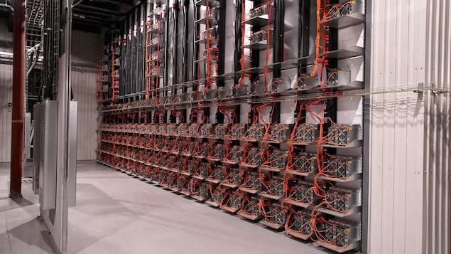 L'intérieur d'un centre de donnée.