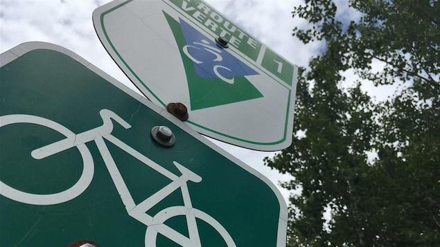 Un panneau indicateur de la Route verte