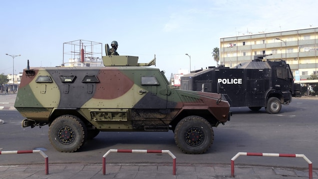 Un véhicule blindé de l'armée sénégalaise à Dakar