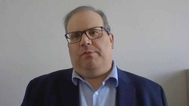 Portrait de Daniel Béland, directeur l'Institut d'études canadiennes de McGill.