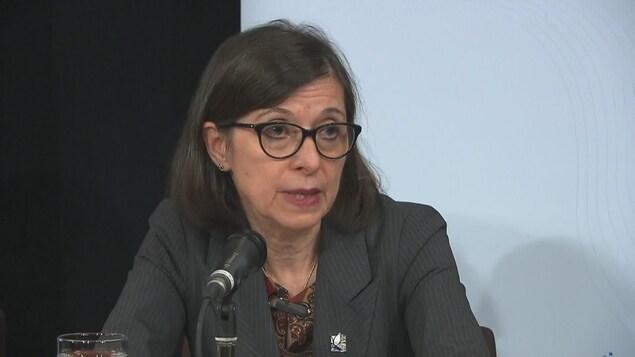 La ministre de la Santé Danielle McCann en conférence de presse