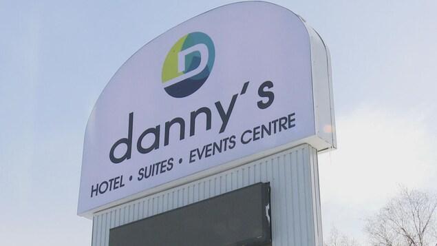L'enseigne du Danny's Inn, devant l'hôtel.
