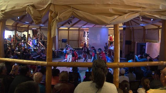 Une danse traditionnelle innue lors de la Journée nationale des Autochtones
