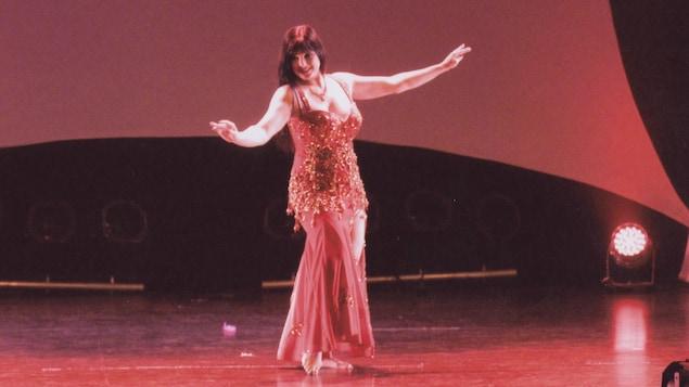 Danse orientale. Danseuse: Martine-Édith Lapierr
