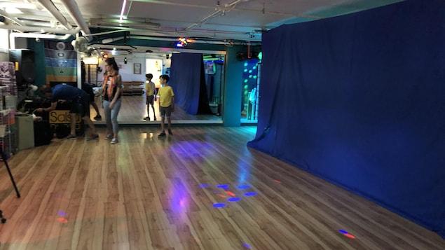 Un studio de danse.