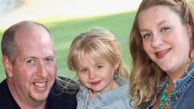 Dave et Gil McItosh avec leur fillette.