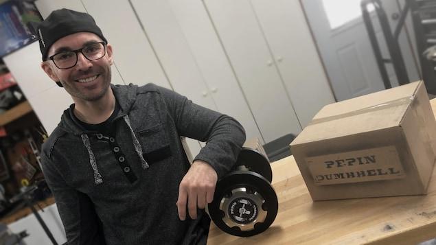 David Pépin ne s'attendait jamais à commercialiser la barre d'haltère qu'il avait inventée et fabriquée pour son usage personnel en mars dernier