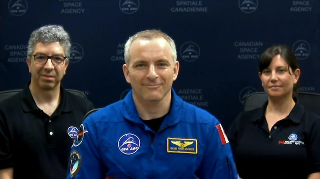 David Saint-Jacques en conférence de presse avec le docteur Raffi Kuyumjian et Natalie Hirsch de l'Agence spatiale canadienne.