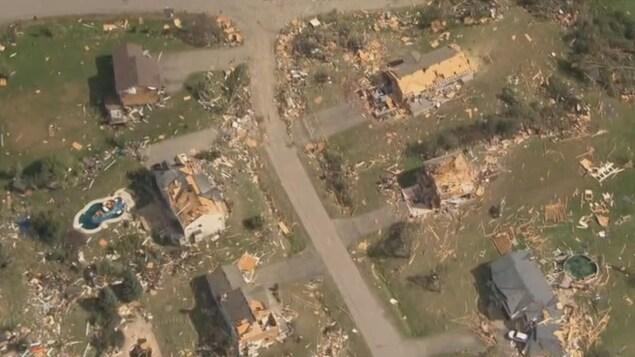 Des maisons durement touchées par la tornade.
