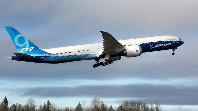 Un avion Boeing 777X décolle pour son vol inaugural à Paine Field à Everett, Washington, le 25 janvier 2020.