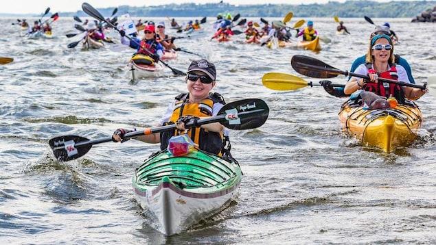 Des participants au Défi kayak 2017 en pleine action