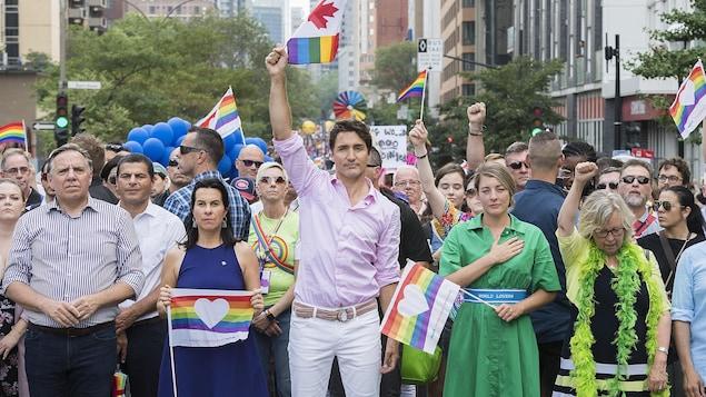 François Legault, Valérie Plante, Justin Trudeau, Mélanie Joly et Elizabeth May sont côte à côte en tête du défilé.