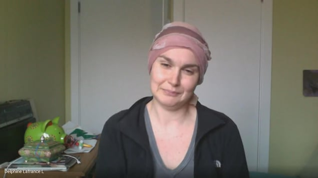 Delphine Lafrance Lafrenière dans son appartement via Skype.