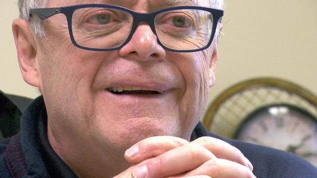 Gros plan du visage du maire de Baie-des-Sables, Denis Santerre.