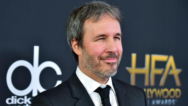 Portrait de Denis Villeneuve qui sourit